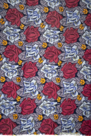 Tissus « Roses bleues et carmin sur fond violet »